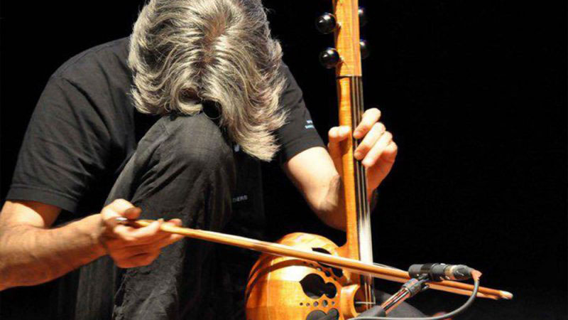 kamanche instrument playing