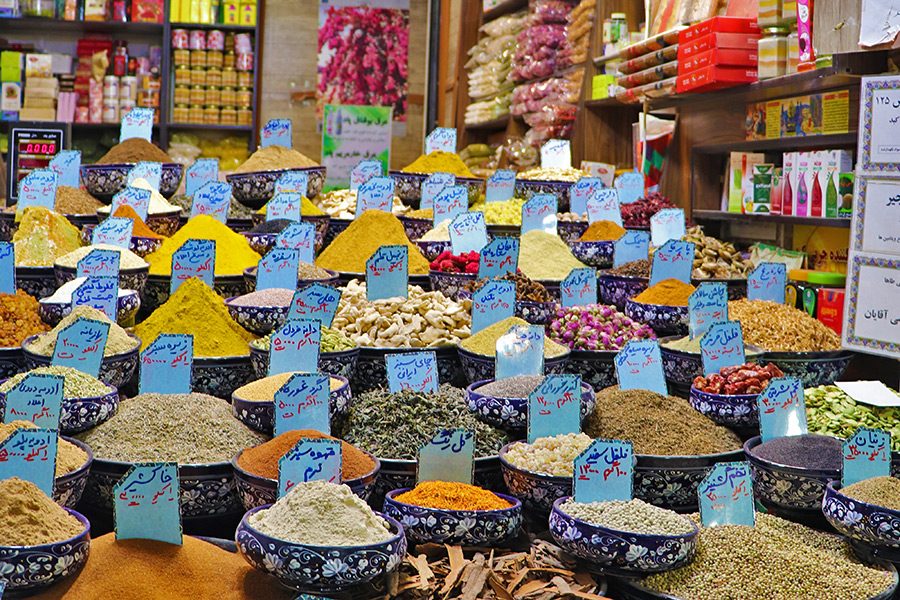 Shiraz Bazaar, the essential sense of color and scent