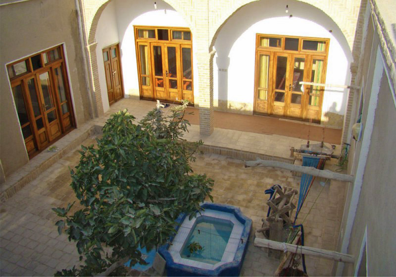 Varzaneh local homestay