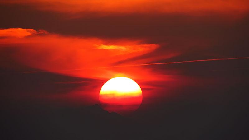 Sunset at the horizon of Varzaneh desert