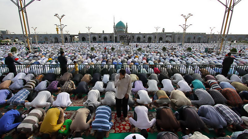 the prayer of muslim's eid in iran