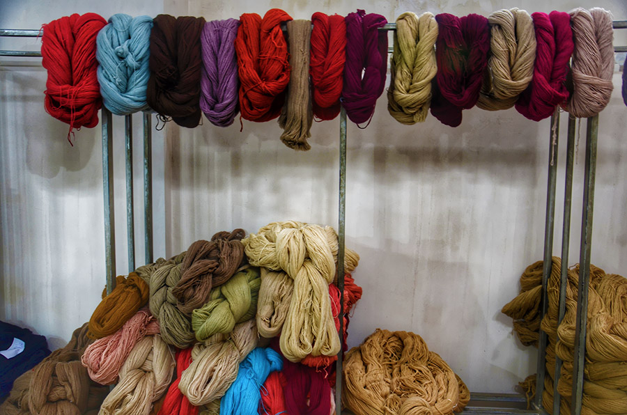 Dyeing yarn for Iranian carpet