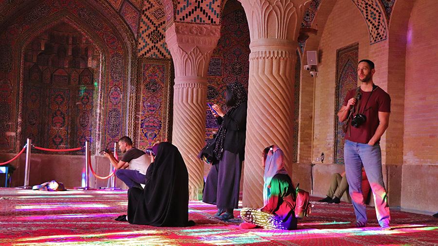 woman dress code in iran