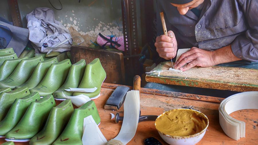 Embrace Isfahan Bazaar's Soul in a Walking Tour