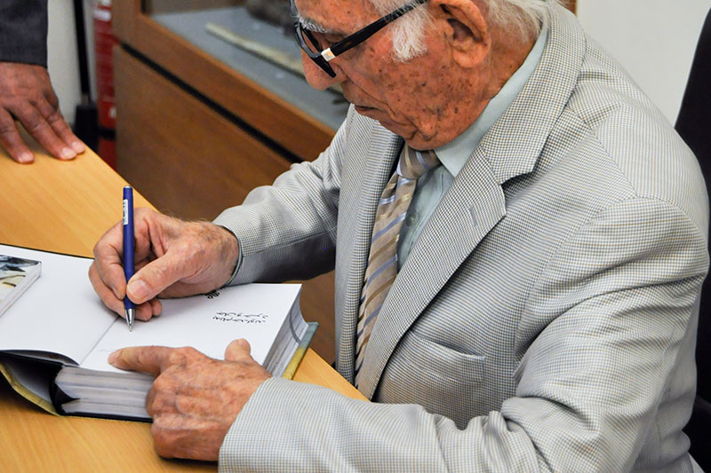 Issa Omidvar, the Iranian world traveller giving signature to the fans