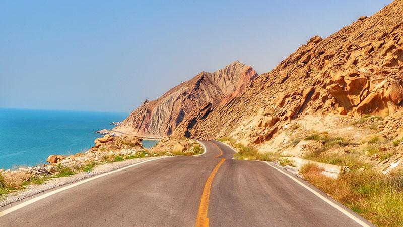bandar-e moqam road in hormuzgan