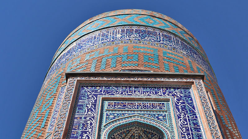 calligraphy in iranian architecture